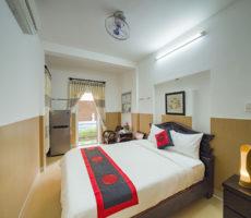 Queen Room (6)